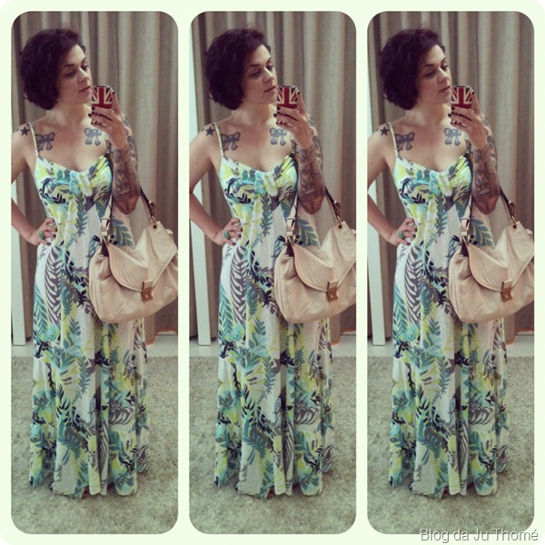 look vestido longo estampa tropical bolsa nude
