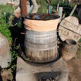 チーズを作った後にできるカスから、蒸留酒をつくる。