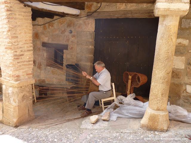 artesano-de-cesteria-en-alquezar-huesca.JPG