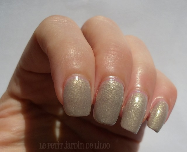 [03-essence-irreplaceable-nail-polish-swatch-review%255B4%255D.jpg]