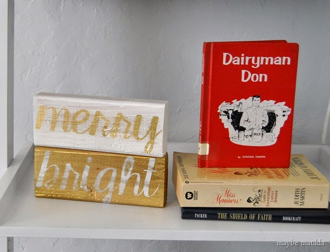 Gold and White 'Merry & Bright' stacking block sign