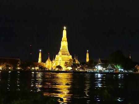 14. Wat Arun by night.JPG