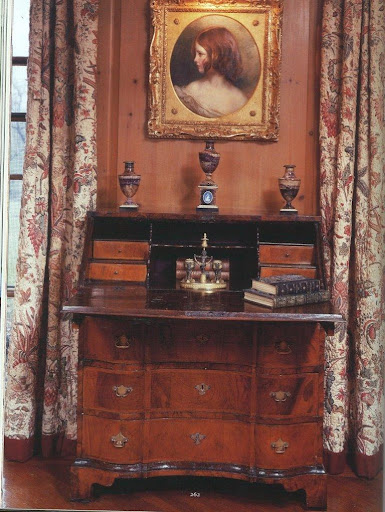 Two things (among many) that I love about this bureau: its bracket feet and the inkstand with a built-in candlestick set on top of it.