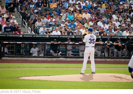 'Dillon Gee on the mound' photo (c) 2011, r0sss - license: http://creativecommons.org/licenses/by-nd/2.0/