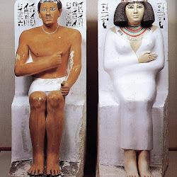 42 - Rahotep y Nefret sedentes