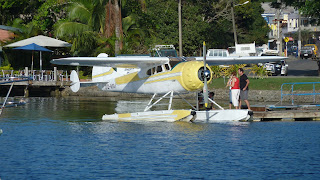 Wasserflugzeug in Nakama Creek, Savu Savu.