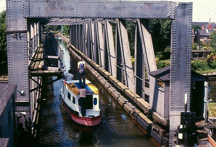 barton-swing-bridge-4
