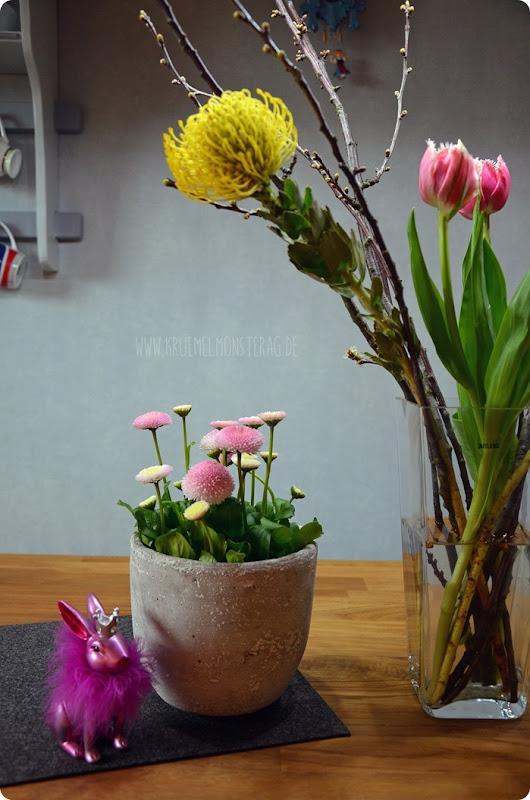 FF (05) gelbe Protea, gefüllte Tulpen, Kirschzweige und rosa Gänseblümchen