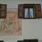 finestre e affresco.jpg