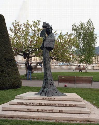 Monumento a Sissi en el lugar donde fue asesinada en Ginebra,Suiza, a orillas del lago Leman.