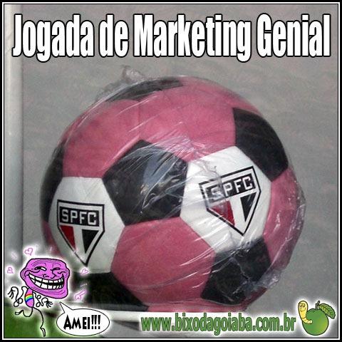 Jogada de Marketing Genial: bola de futebol do São Paulo Futebol Clube (SPFC) cor-de-rosa