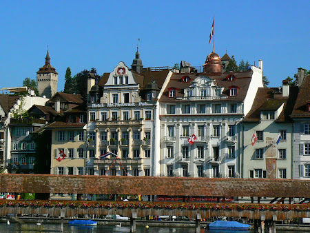 Lucerne: On the shore of the river
