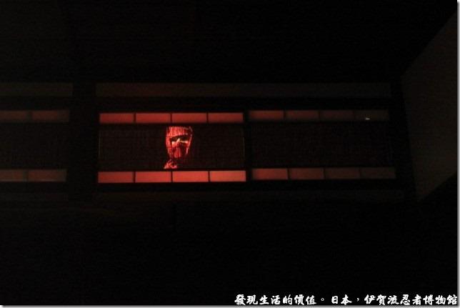 日本伊賀流忍者博物館,進到忍者博物館後,會有專人講解並做示範動作,介紹各種忍者的技巧,這個閣樓裡藏著一個忍者耶!
