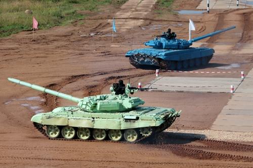 Фотографии с соревнований по танковому биатлону