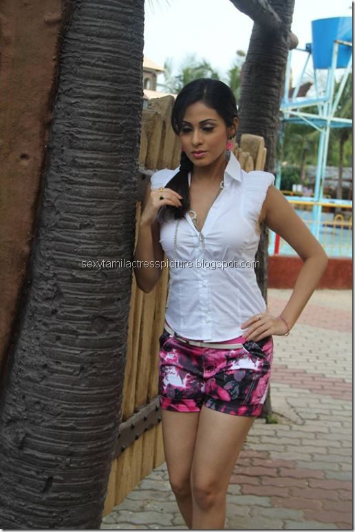 actrees_sada_in_mini_skirt_stills