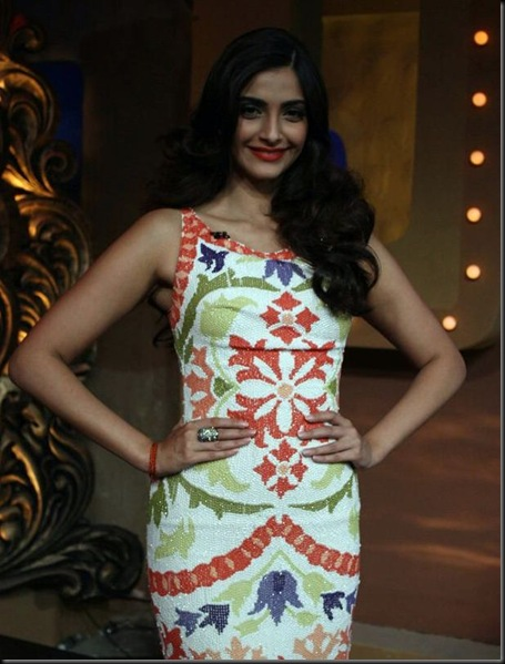 sonam-n-malaika-at-nachle-ve_52
