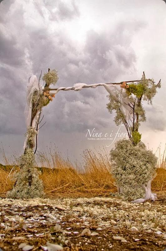 altar area 1016930_382128648555700_1411291164_n nina e i fiori