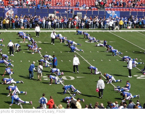 'New York Giants stretching before the game' photo (c) 2009, Marianne O'Leary - license: http://creativecommons.org/licenses/by/2.0/