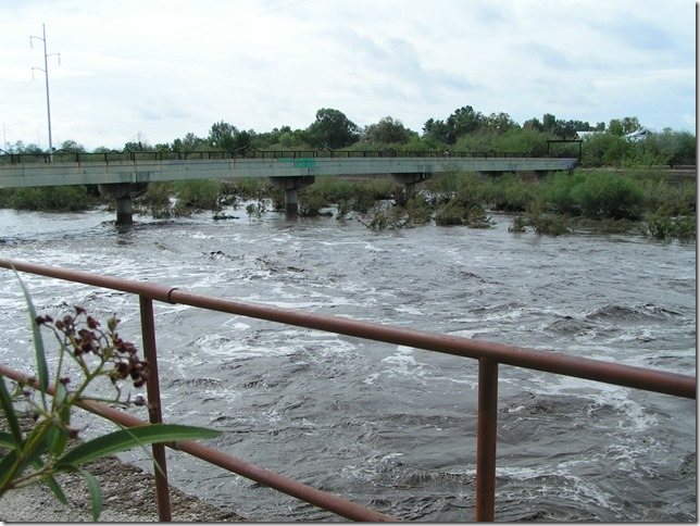 Rillito flood bridge whitecaps 7-30-2006 9-33-46 PM 2048x1536