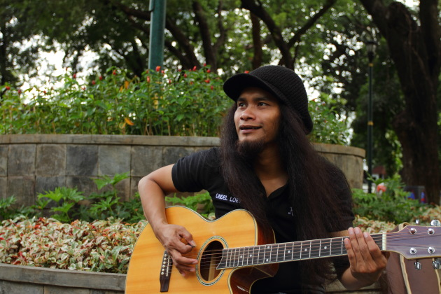 Ondel Loey, one of Jakarta's street musicians