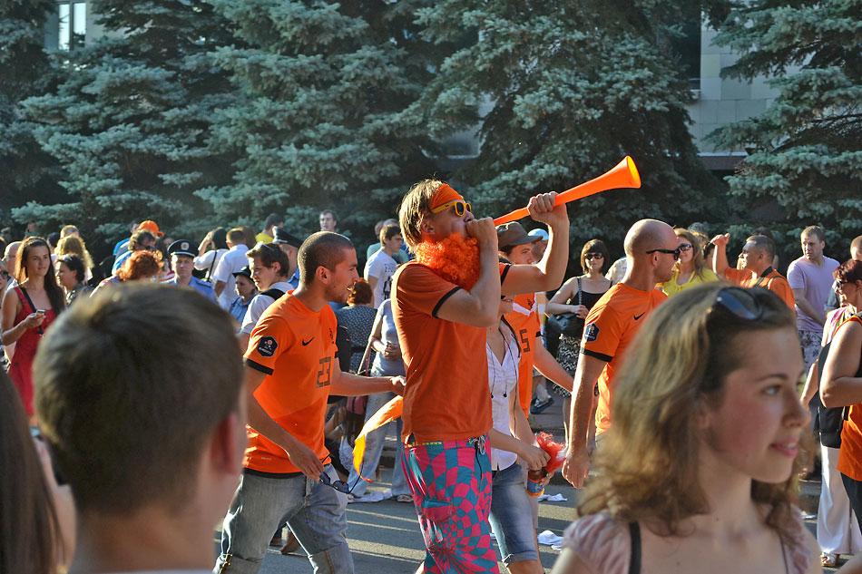 Евро 2012 по футболу. Харьков. 13 июня. Перед матчем Голландия - Германия - 112