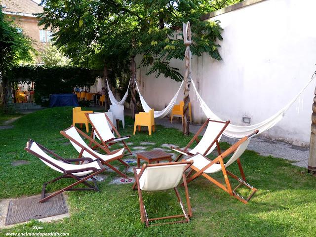 jardin-hostel-celica-con-hamacas.JPG