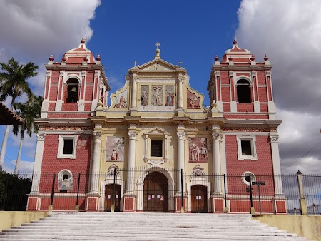 12. O alta biserica din Leon.JPG