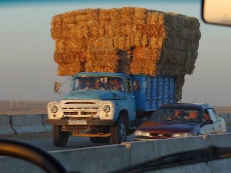 24. Camioane in Uzbekistan.JPG