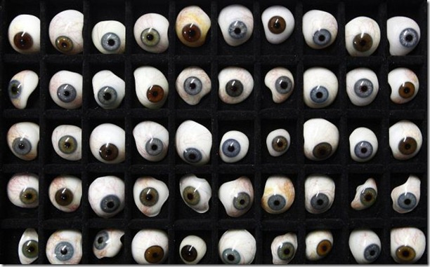 glass-prosthetic-eyes-12