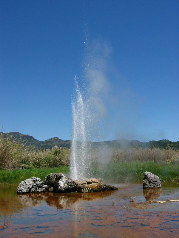 valley-of-geysers-1
