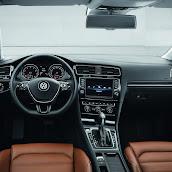 2013-Volkswagen-Golf-7-Interior-1.jpg