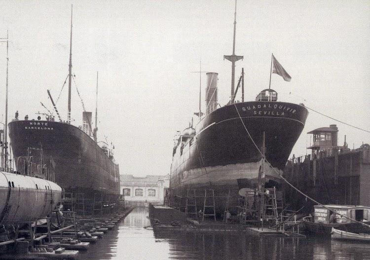 Dique flotante y deponente. Detalle de la obra viva del GUADALQUIVIR. Foto de la Memoria del Puerto de Barcelona. Año indeterminado.jpg