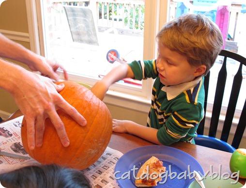 2012-10-28 pumpkin carving (7)