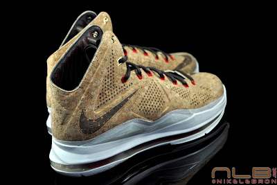 lebron10 nsw cork 32 web black The Showcase: NIKE LEBRON X Cork World Champions Shoes