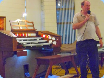 Vice-President of the Hibiscus and Keyboard Organ Club, Dave Winslade, introducing Chris Powell for the two hour Concert. Photo Gordon Sutherland