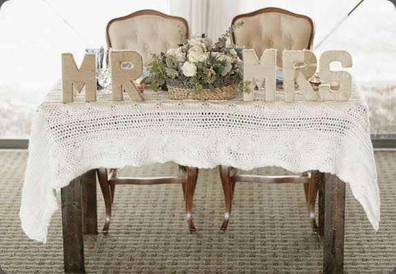 sweetheart table bluegrass chic and Bumby Photography southern-wedding-sweetheart-table