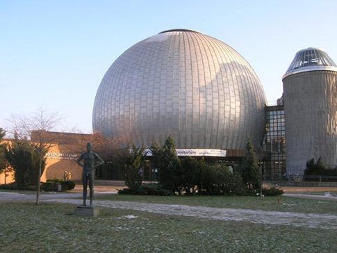 80. Berlín Zeiss Planetarium (Berlín, Alemania)