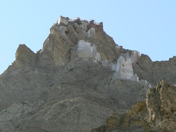 Obiective turistice Tibet: dzong la Shegar.JPG