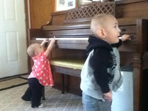 Piano play at Thanksgiving