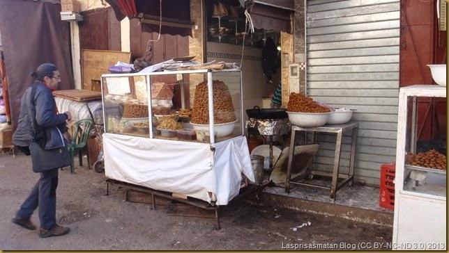 Un puesto de chuparquías (chebakia, en marroquí)