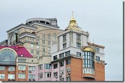 В Киеве строят церковь на крыше