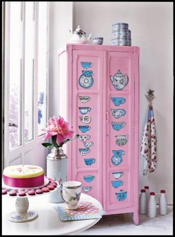 armoire-peinture-tasses