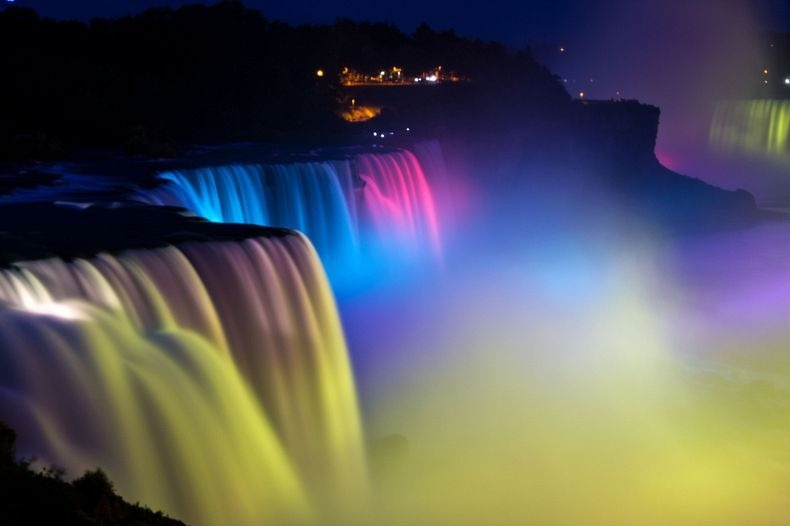 niagara-falls-lights-9