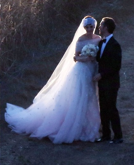 Anne Hathaway Long Traditional Wedding Gown