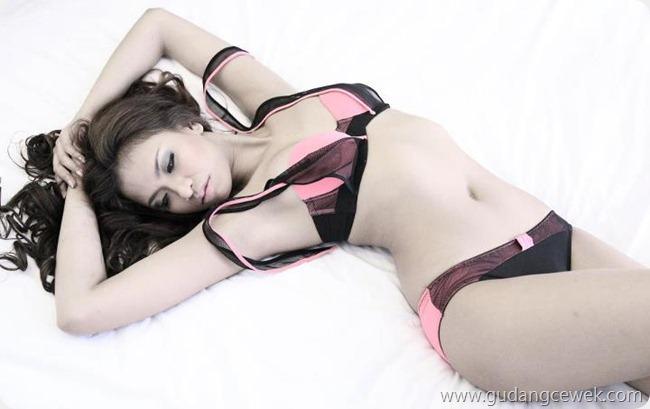 Emma Pederova Hot Bikini || gudangcewek.com