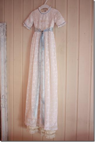 Håndlaget dåpskjole heklet blonder IMG_2247