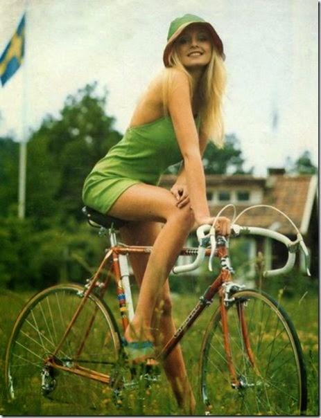 girls-riding-bicycles-017
