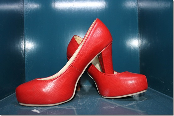 Red Round Toe Leather Pumps