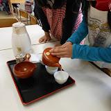 関原小学校画像 お茶を淹れる.JPG