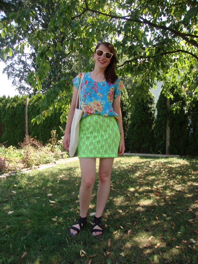 outfit floral + neon